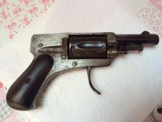 Deux revolver et une epee Fullsi13
