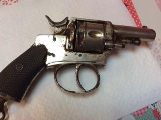 Deux revolver et une epee Fullsi14