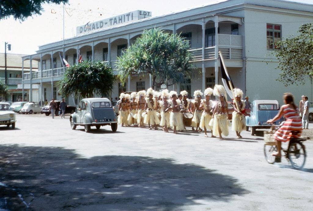 [Papeete] PAPEETE HIER ET AUJOURD'HUI - TOME 3 - Page 6 Tahiti30