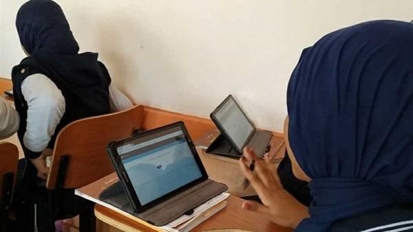 بالتوفيق طلاب «أولى ثانوي» يؤدون امتحان الرياضيات الكترونيآ غدآ 10111