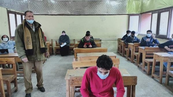اليوم - طلاب الأول الثانوي يؤدون امتحان مادتي الفيزياء والفلسفة والمنطق 14611