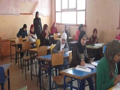 """طلاب تانية ثانوى """" امتحانات اللغة الثانية سهل لكن فيه """" تكات"""" 15-1-210"""