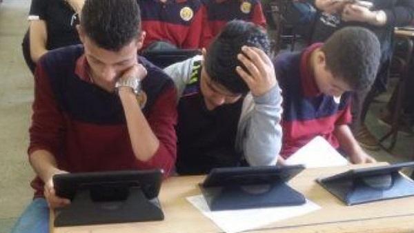 دكتور شوقى يوجه رسالة خاسة لطلاب الصفين الأول والثانى الثانوى الذين عندهم مشكلة فى الإنترنت  20110