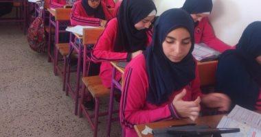 التعليم - نصف مليون طالب فى الصف الأول الثانوى أدوا امتحان اللغة الإنجليزية ألكترونيًا والنتيجة فور أداء الإمتحان 20190635