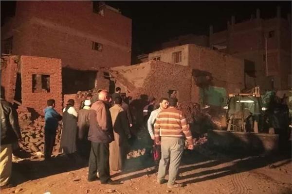 ضحايا الطقس  اليوم - سقوط نخلة يؤدى لإنهيار منزل بسوهاج  ,اصابة 6 مواطنين  20200315