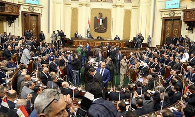 أعضاء  بالبرلمان يطالبون الحكومة بفرض الحظر إجبارى على البلاد 2315810