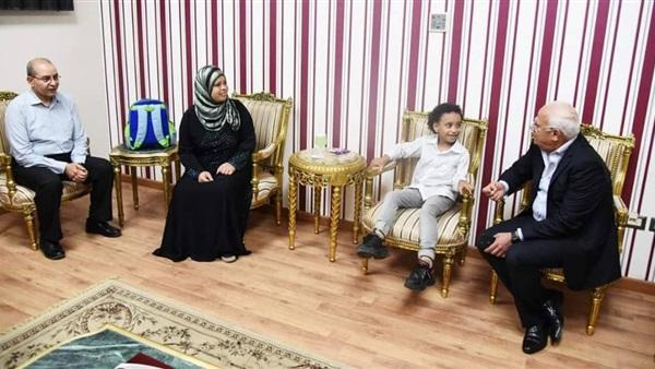 محافظ بور سعيد يكلف بزراعة قوقعة لطالب  23310