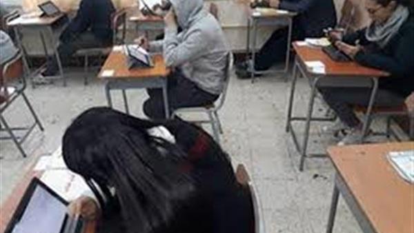 اليوم - طلاب الثاني الثانوي يؤدون امتحان مادتي الفيزياء والتاريخ 23512