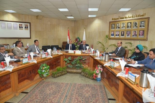 إشادة فى جامعات مصر بتطبيق التعليم الألكترونى كبديل عن التعليم الورقى 25-9-211