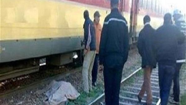 طالب بالمنوفية يستعرض بالوقوف أعلى القطار فيسقط ميتًا 41412