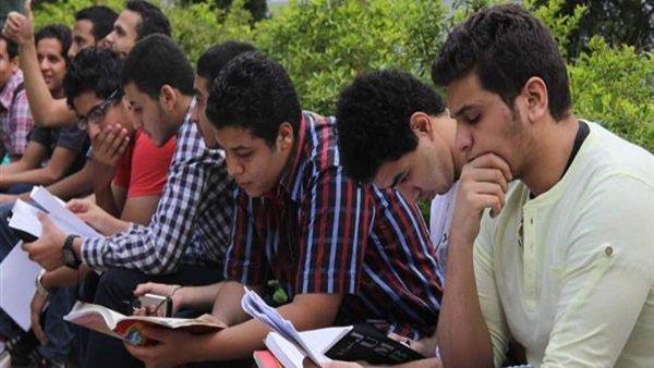 السعادة تغمر طلاب الثانوية العامة امتحان اللغة الثانية من المنهج والأسئلة مباشرة 42310
