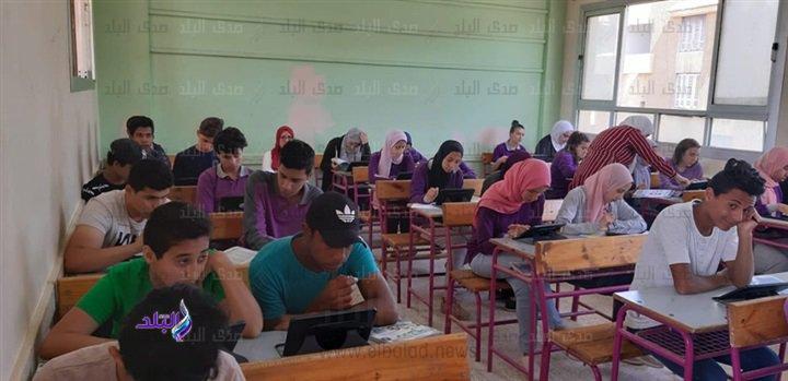 صور من داخل لجان امتحانات اللغة الثانية للأول الثانوى 47910