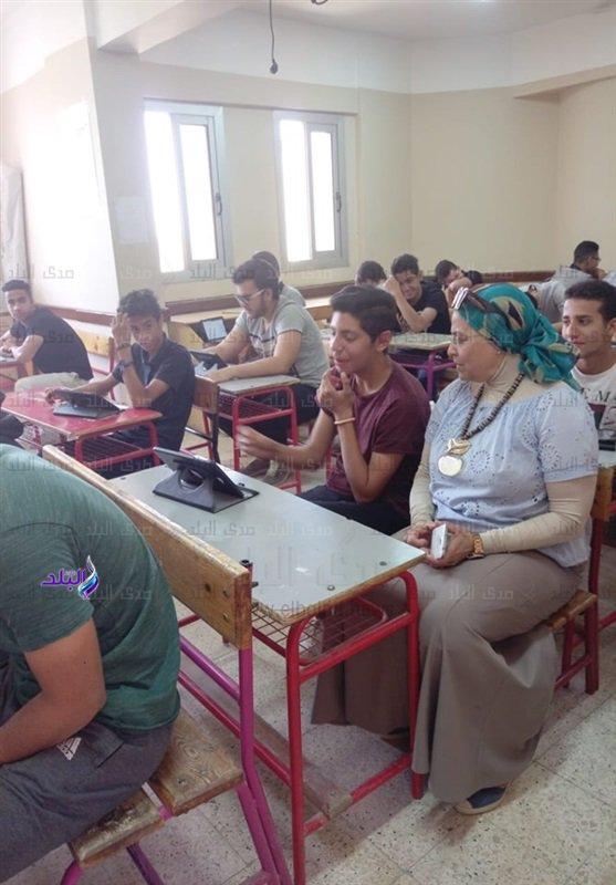 صور من داخل لجان امتحانات اللغة الثانية للأول الثانوى 48010
