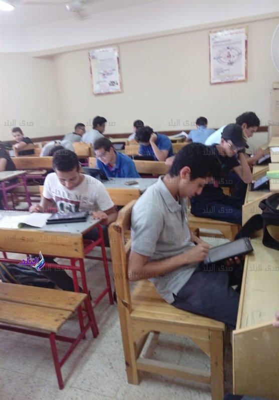 صور من داخل لجان امتحانات اللغة الثانية للأول الثانوى 48110