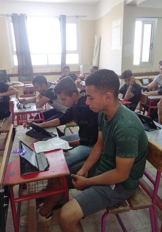 صور من داخل لجان امتحانات اللغة الثانية للأول الثانوى 48311