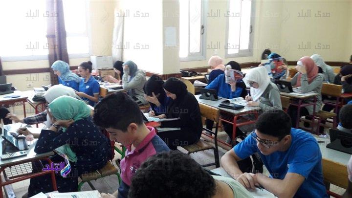 صور من داخل لجان امتحانات اللغة الثانية للأول الثانوى 48510