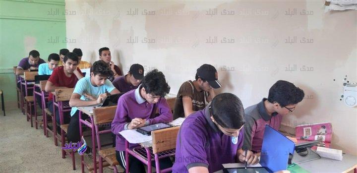 صور من داخل لجان امتحانات اللغة الثانية للأول الثانوى 48710