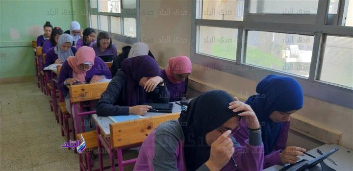 صور من داخل لجان امتحانات اللغة الثانية للأول الثانوى 48911