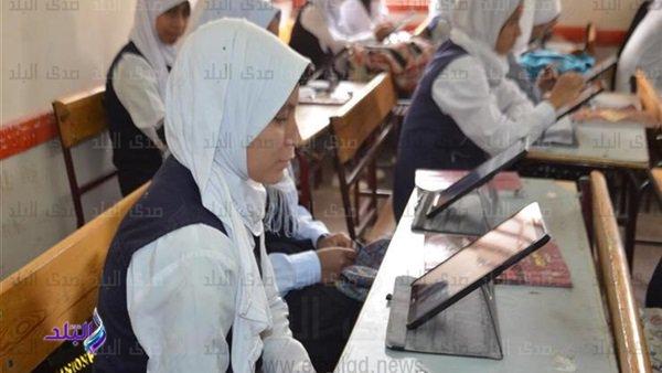 عمليات الوزارة - السيستم نجح - 380 ألف طالب يؤدون امتحان الرياضيات إلكترونيا 48912