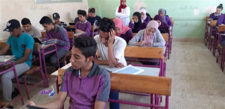 صور من داخل لجان امتحانات اللغة الثانية للأول الثانوى 49010