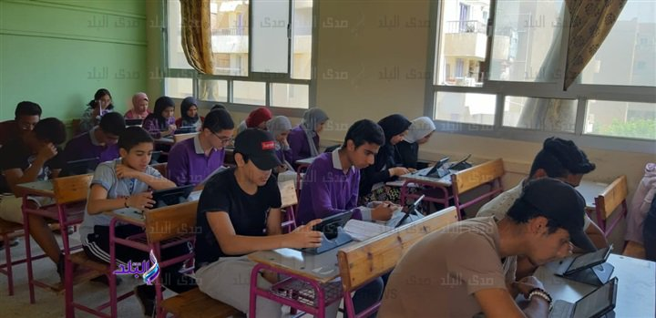صور من داخل لجان امتحانات اللغة الثانية للأول الثانوى 49310