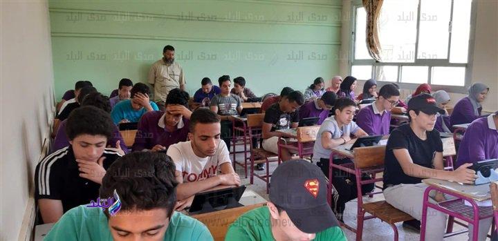 صور من داخل لجان امتحانات اللغة الثانية للأول الثانوى 49610