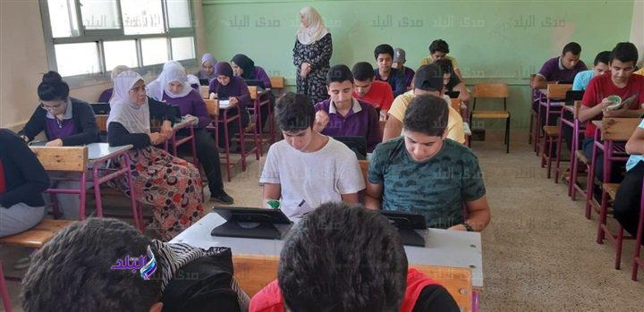 صور من داخل لجان امتحانات اللغة الثانية للأول الثانوى 49710