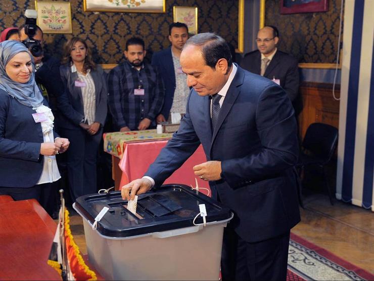 مع أول ساعة فى أول يوم - السيسي أول المصوتين في استفتاء تعديلات الدستور بمدرسة مصطفى عميرة 57370510