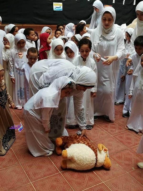 محاكاة للواقع - تلاميذ رياض أطفال يؤدون مشهد الحج والأضحية 6110