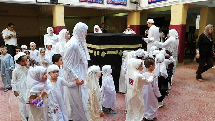 محاكاة للواقع - تلاميذ رياض أطفال يؤدون مشهد الحج والأضحية 6210