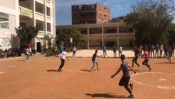 """مدرسة تستجيب لطلب التلاميذ و تستخدم تقنية الفيديو """"VAR"""" فى دورى المدرسة لكرة القدم بالشرقية 69_110"""
