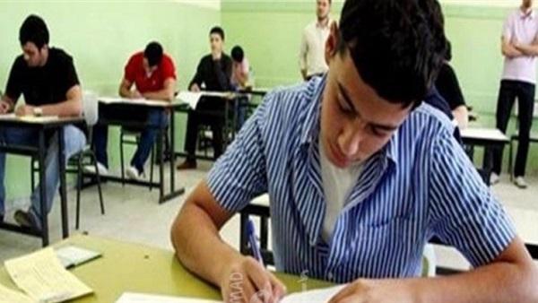 لصعوبة الإمتحان - طالبان يمزقان ورق إجابة الإحصاء  7211