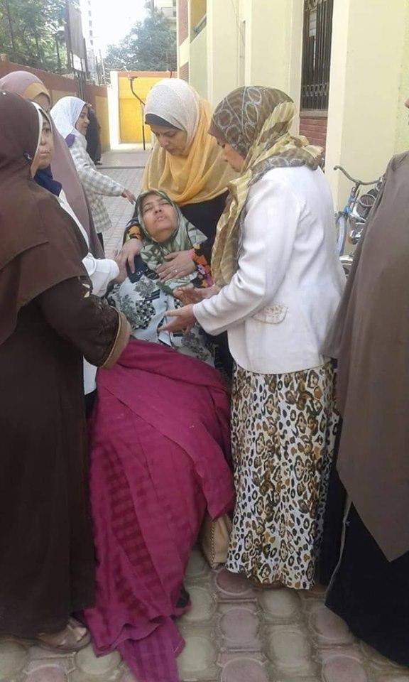 معلمة بسوهاج تتقدم بشكوى لحقوق الإنسان لإعتداء مديرة المدرسة عليها و دخولها فى وعكات صحية 72297310