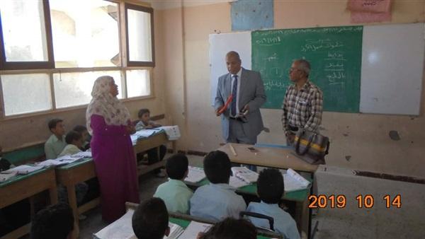 إحالة معلمين بالمنيا  شئون قانونية و خصم 3 أيام من الراتب  و تحذير لأى  معلم يتم الإبلاغ عنه ممسكًا بعصا 75410