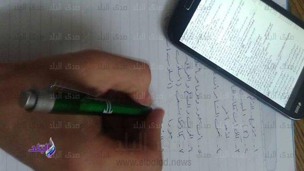 طلاب ينشرون اسئلة امتحان اللغة الإنجليزية ثانوية عامة بعد بدء زمن اللجنة  و يطلبون الإجابات على مواقع التواصل 77712