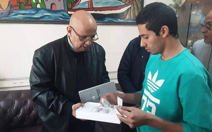 صور توزيع التابلت على طلاب الصف الأول الثانوى بالقاهرة  91512