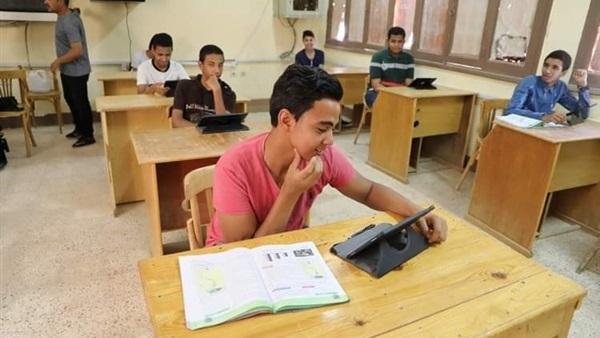 انتهاء تصحيح إجابات اللغة العربية للأول الثانوي الإلكترونية   وورقيًا 99810