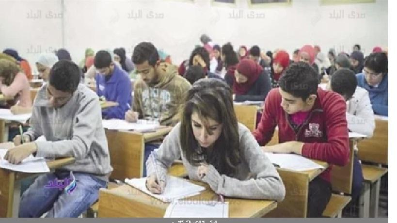 انقطاع الكهرباء عن لجنة يتسبب فى تحويل الإمتحان الألكترونى لورقى Aa18