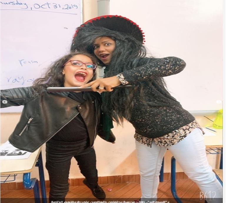 بالسواطير احتفالات طلاب مدرسة يحتفلون بالهالوين على طريقتهم الخاصة Aiooa10