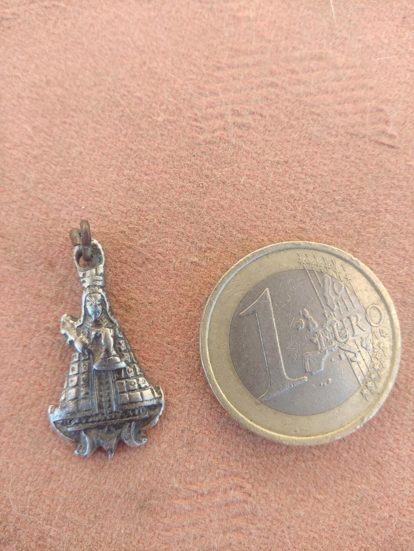 Medalla con Virgen Img_2012