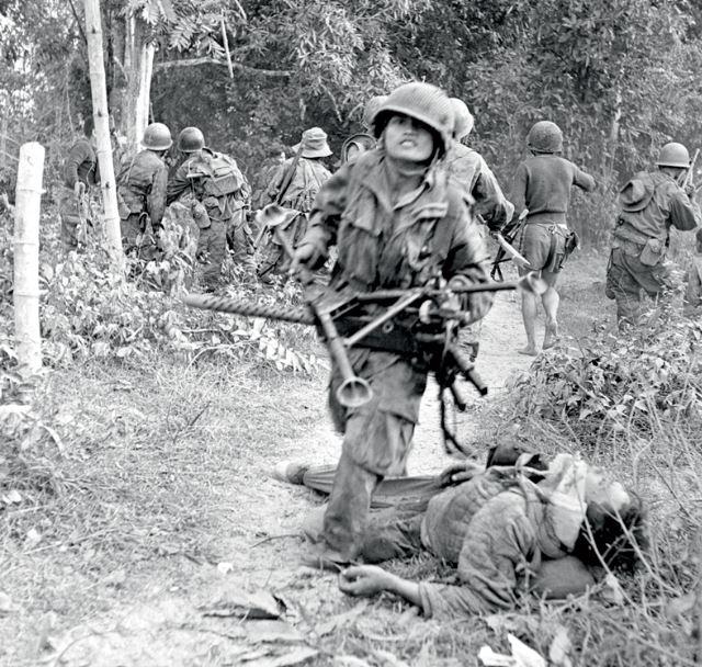 Pierre FERRARI, reporter de guerre. Pf210