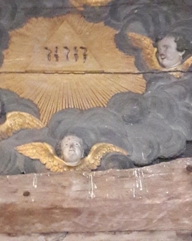 tétragramme dans l'église. - Page 2 Tzotra11