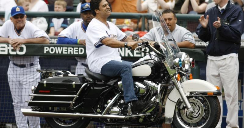 Ils ont posé avec une Harley, uniquement les People 0fb4d410