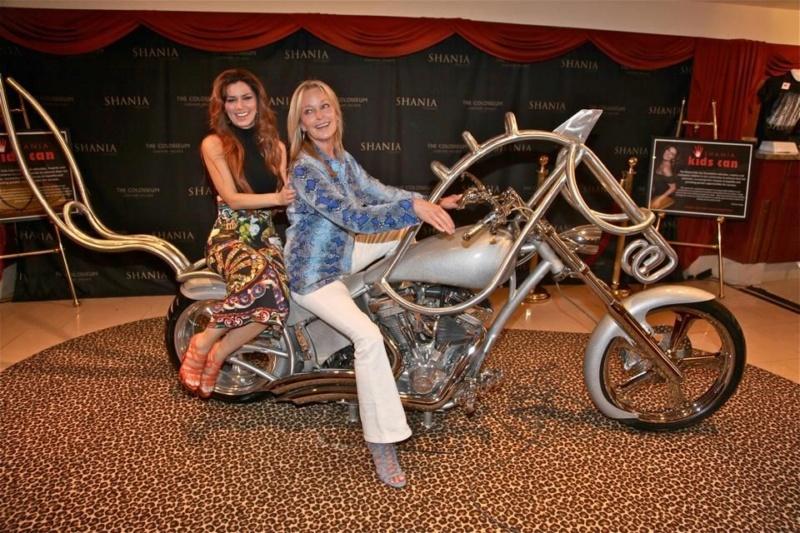 Ils ont posé avec une Harley, uniquement les People - Page 6 49faa710