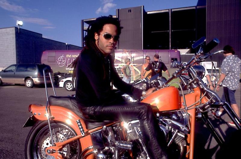 Ils ont posé avec une Harley, uniquement les People - Page 7 73beb210