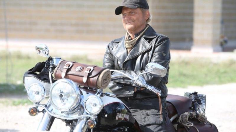 Ils ont posé avec une Harley, uniquement les People - Page 35 Imag1426