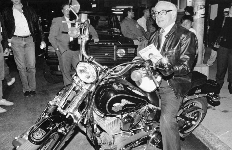 Ils ont posé avec une Harley, uniquement les People - Page 35 Imag1623