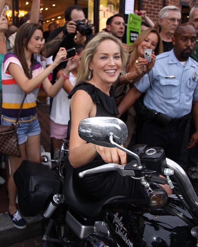Ils ont posé avec une Harley, uniquement les People - Page 36 Imag1671