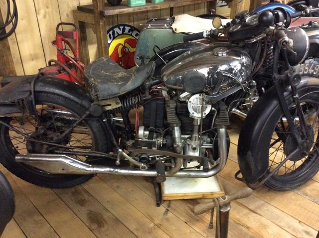 Quelques photos de motos du musée Baster à RIOM - Page 2 Image44