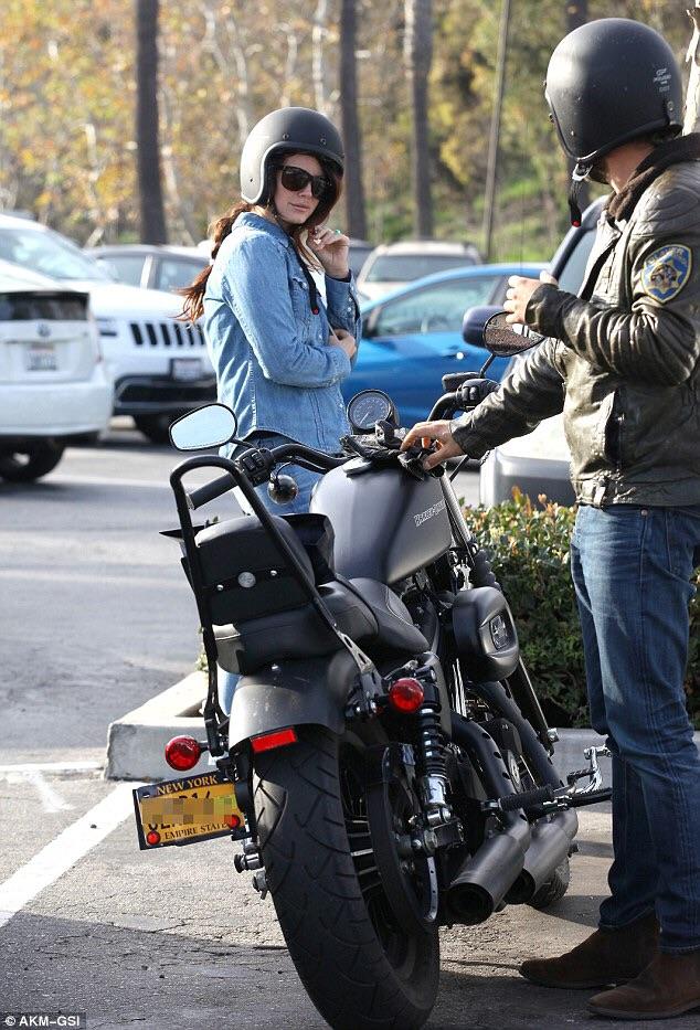 Ils ont posé avec une Harley, uniquement les People - Page 32 Image929